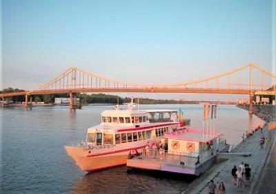 Отдых на теплоходе по реке Днепр